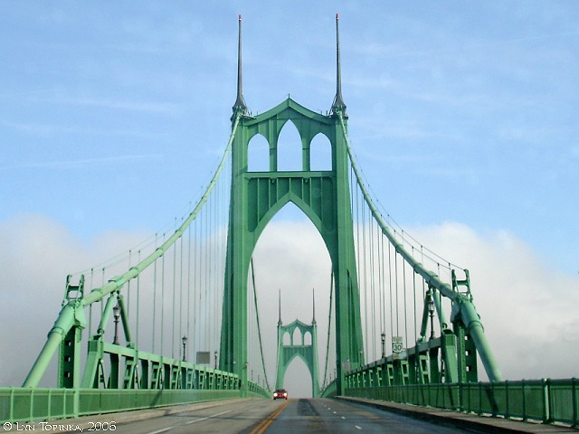 st_johns_bridge_heading_northeast_2006